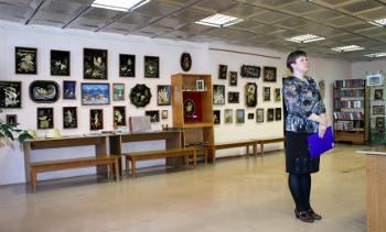 Открытие выставки шадринских мастериц по изготовлению творческих работ из соломки под руководством Г. Е. Булыгиной