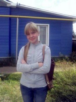 Библиотека имени Г. Н. Фофанова поздравляет свою юную читательницу Лиду Тропину